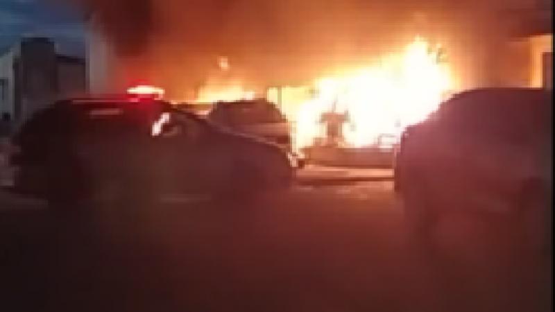 O incêndio ocorreu de madrugada e assustou os moradores da cidade