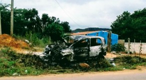 Idosa morre atropelada e população toca fogo em carro no Sertão
