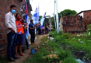 Guto caminha em Aguazinha e atesta descaso com a população mais carente