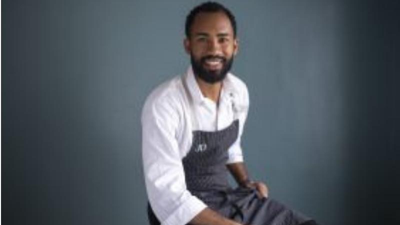 Cozinheiro visitará restaurantes pouco conhecidos de diferentes regiões do Rio de Janeiro em busca de joias raras da cozinha, mostrando que comida também é cultura, arte, conexão e histórias.
