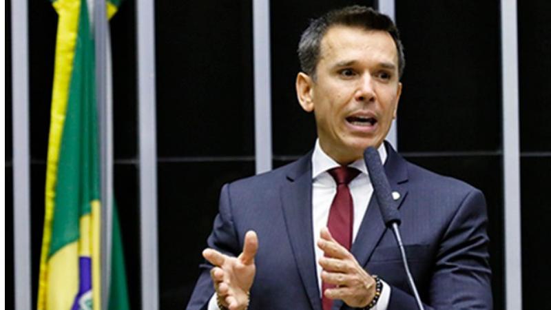 O PL, de autoria do deputado federal Felipe Carreras (PSB-PE), que cria o Programa Emergencial de Retomada do Setor de Eventos - PERSE, foi aprovado nessa quarta (7) pela Câmara dos Deputados.
