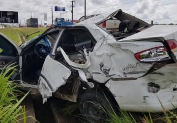 Recém-nascida de oito dias escapa ilesa de colisão entre carro e caminhão no Cabo