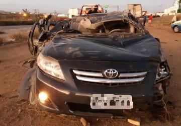 Duas pessoas morrem após acidente na BR-232