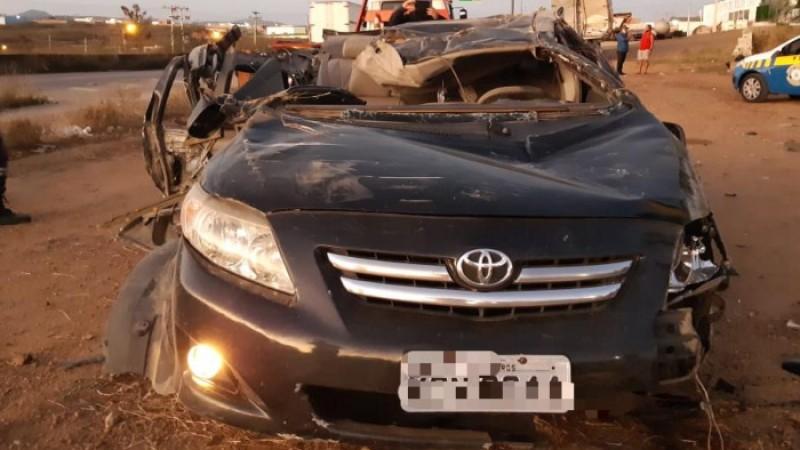 Carro em que estavam bateu em uma carreta na cidade de Bezerros, no Agreste