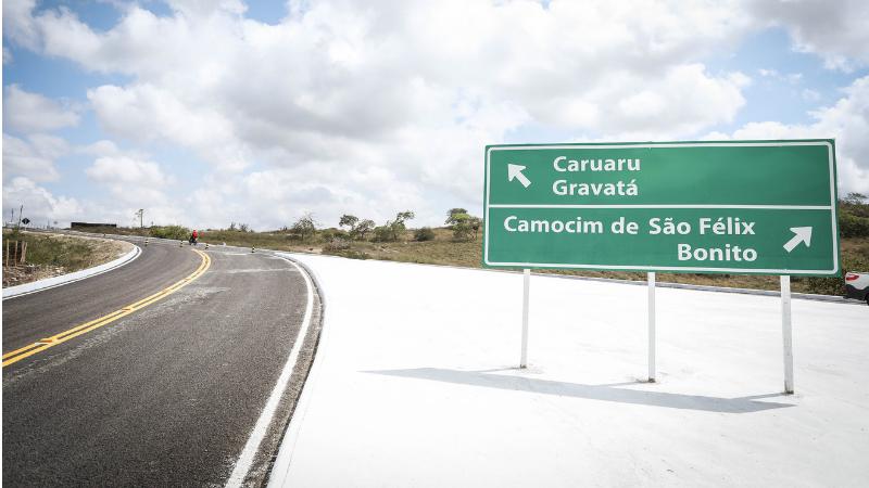 O trabalho na via, que é conhecida como Estrada de Sapucarana, teve investimento de R$ 13 milhões