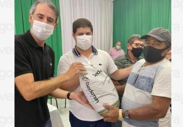 Fernando Monteiro participa de entrega de 16 toneladas de sementes para os agricultores de Afrânio