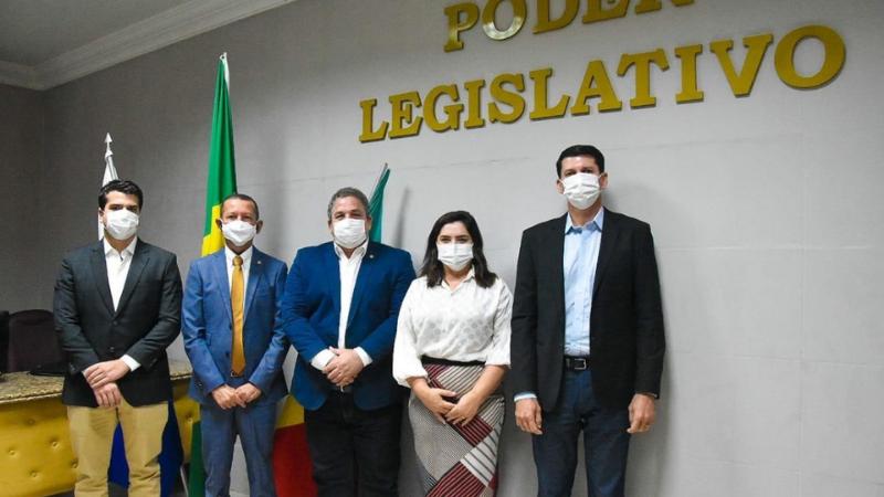 Estiveram presentes, acompanhando a visita, os deputados Dulci Amorim (PT) e Antônio Coelho (DEM), além do vice-prefeito Simão Durando.