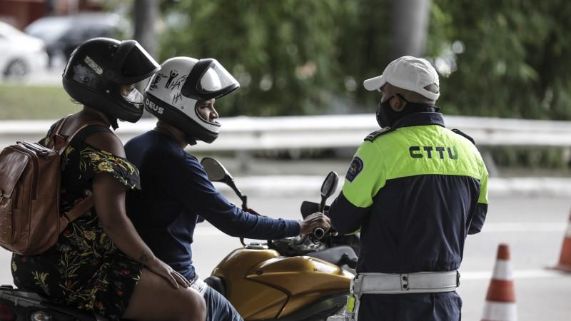 Ao todo, foram 200 motociclistas beneficiados com a parceria entre CTTU e Compaz